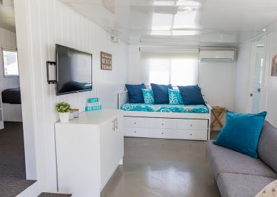 SURFSIDE Caravan 1 annex with trundle day bed