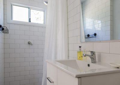 Surfside Caravan 3 ensuite (shower, handbasin, toilet)